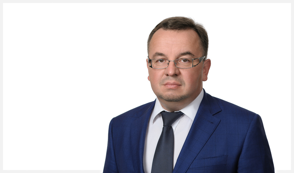 Портрет руководителя на белом фоне