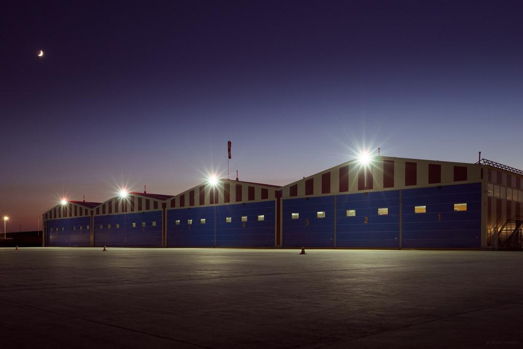 Ангары вертодрома после заката