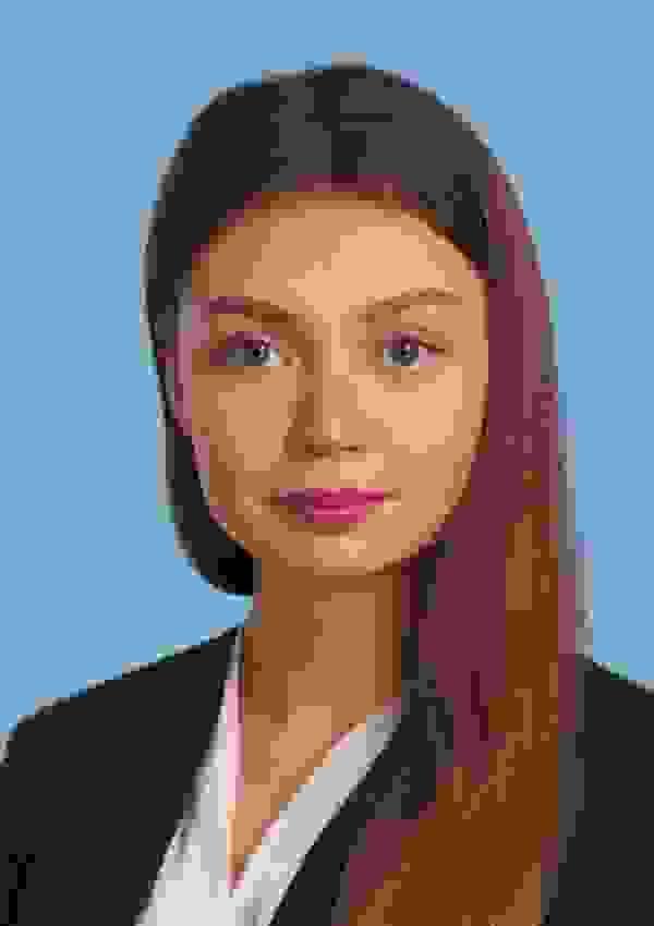 Деловой портрет на голубом фоне