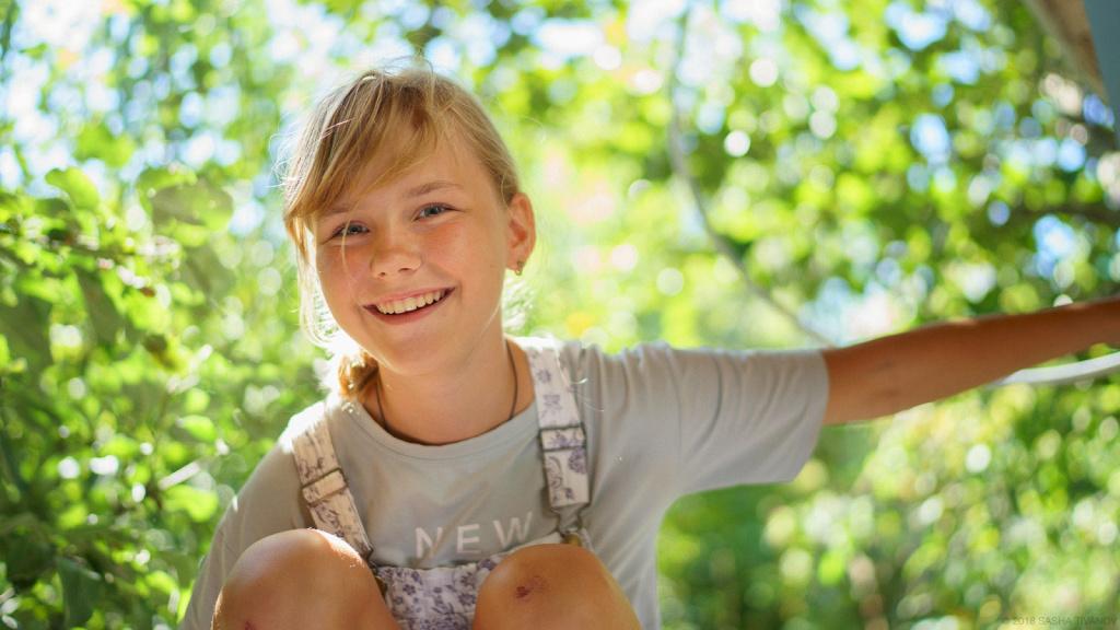 Летнее настроение, улыбчивая девочка