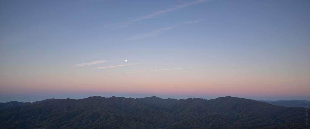 Утренние краски и полная Луна