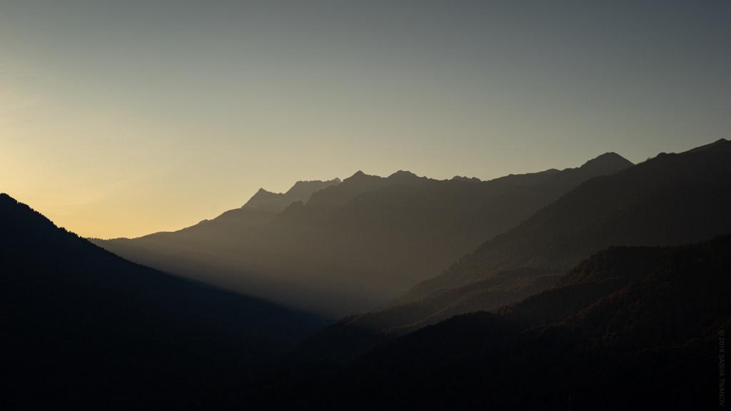Первые лучи Солнца в горах